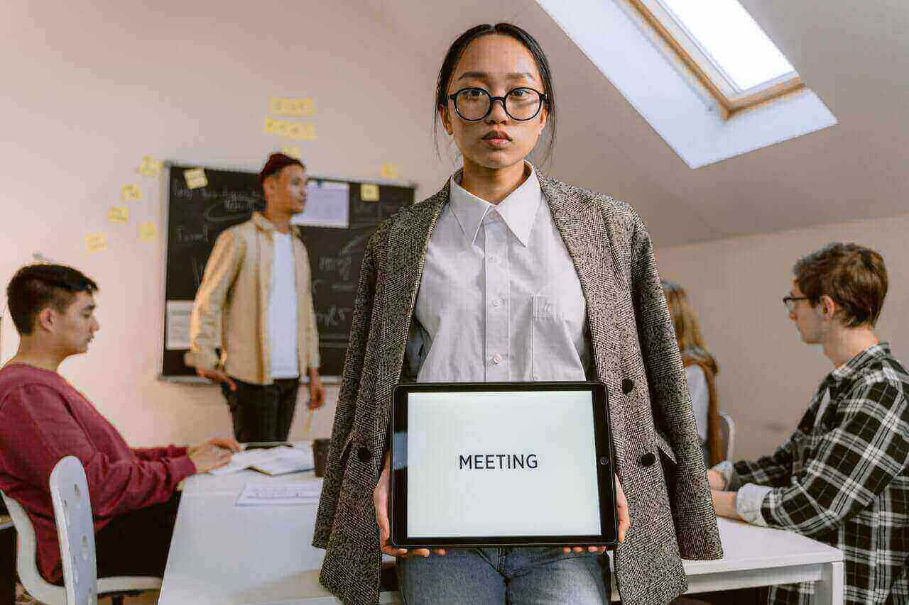 How to Ask for a Meeting Via Email